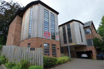 居外网在售英国3卧3卫原装保留的公寓总占地109平方米GBP 299,000