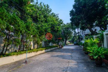 居外网在售泰国6卧7卫局部整修过的房产总占地1056平方米USD 5,500,000