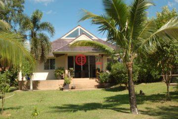 居外网在售泰国6卧6卫的房产总占地2800平方米USD 1,300,000